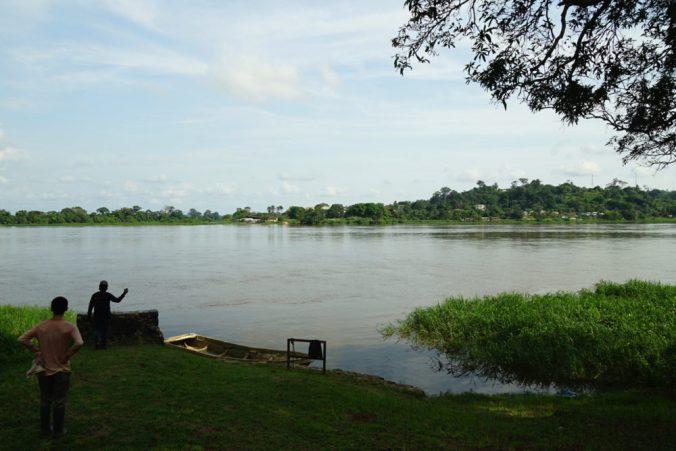 オゴウェ川には住血吸虫が生息している