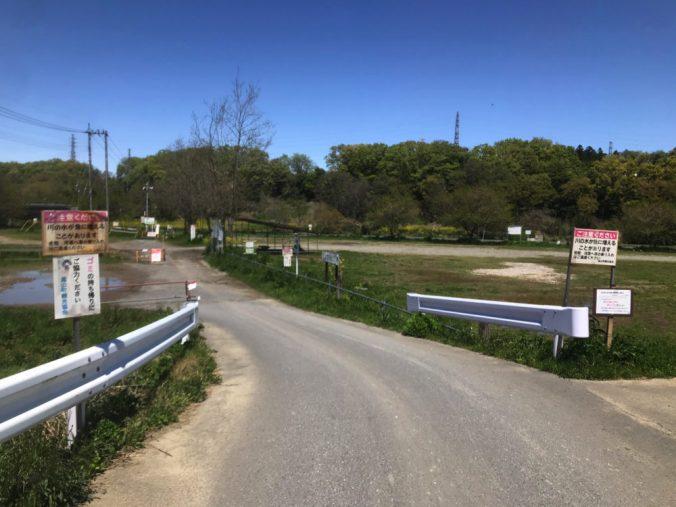 学校橋河原入口付近