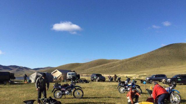 モンゴルの自然を守るレンジャーへAG200を寄付