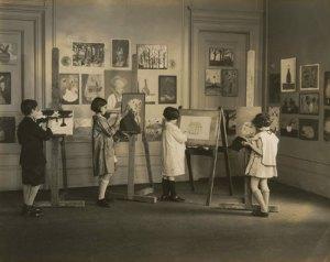Занятия детской студии Института объединенных искусств при Музее Н.К. Рериха в Нью-Йорке. 1930-е гг.