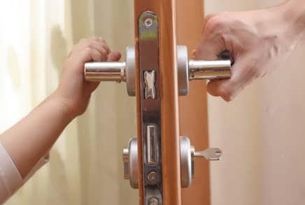 Как открыть межкомнатную дверь