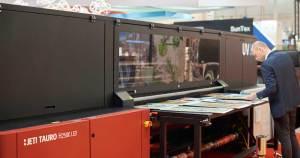 A cura de tinta por lâmpadas LED é a maior tendência em tecnologia de impressão atual
