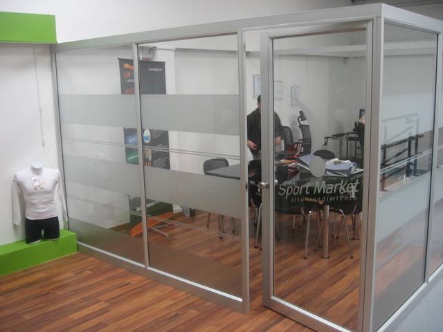 Divisiones en vidrio y aluminio metalglass for Divisiones de oficina