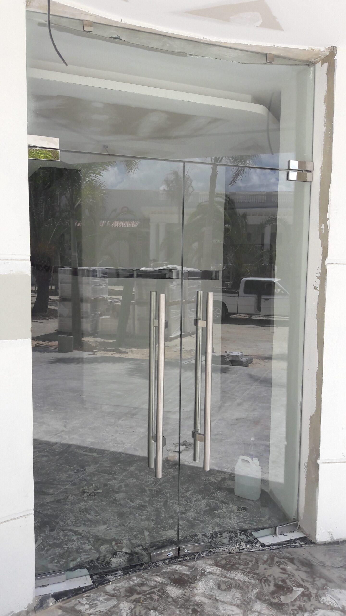 Puertas flotantes pivotantes deslizantes y abisagradas - Puertas deslizantes de cristal ...