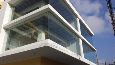 Fachada ecterior en vidrio y aluminio