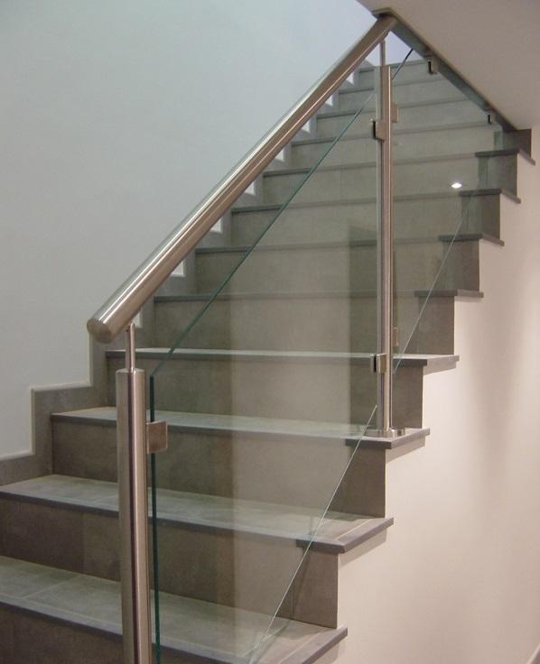 Barandas en vidrio aluminio y acero inoxidable - Herrajes acero inoxidable para vidrio ...