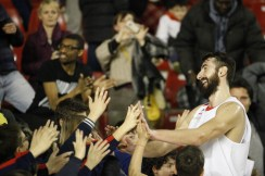 Flamini cheering the kids