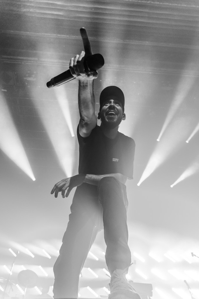 Mike shinoda performing at Mtelus