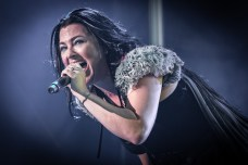 Amy Lee of Evanescence delivering an amazing set at Heavy Montreal 2019