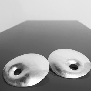 xl BAGEL disc earrings