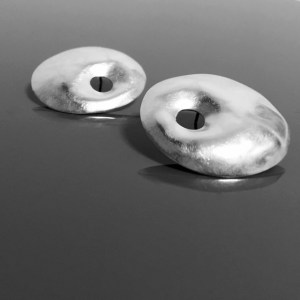 med BAGEL disc earrings