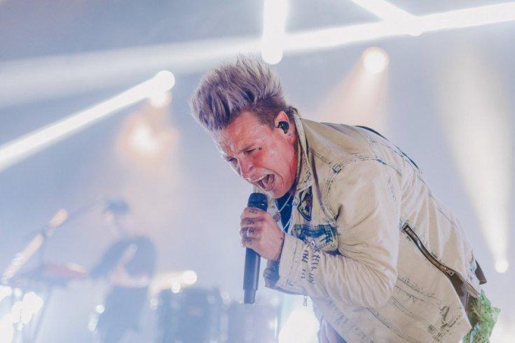 Papa Roach's Jacoby Shaddix singing live colour photo