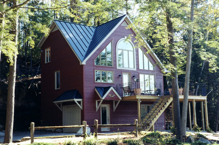 This Ontario lake house is a complementary mixture of deep red and a pretty blue steel sheet roof from Metal Roof Outlet.