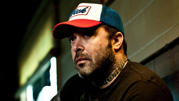 Aaron Lewis - STAIND Frontman Aaron Lewis Cuts Show Short After Telling Crowd 'Shut the ***k Up or I'm Done'