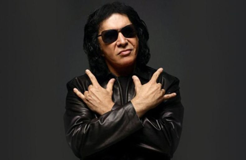 "Gene Simmons Kiss - Gene Simmons Says Scott Weiland & Layne Staley Promised Him They'd Get Off Drugs: ""They Died"""