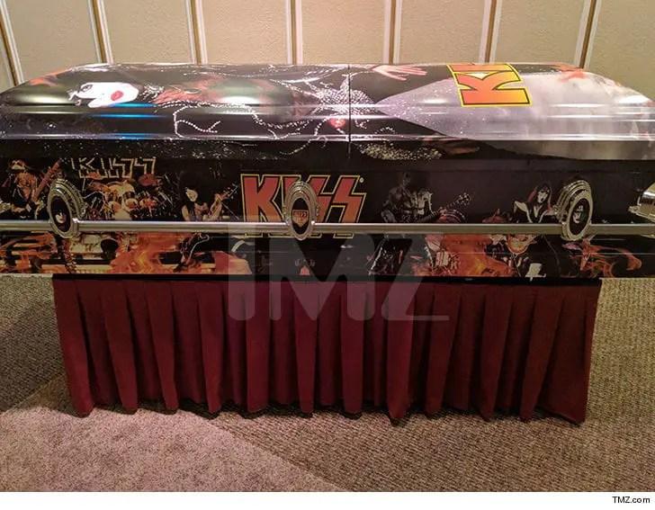 vinnie paul casket - Vinnie Paul To Be Buried In KISS Casket, Just Like Brother Dimebag