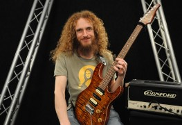 """guthrie - Guthrie Govan Reacts to Ritchie Blackmore Criticizing Joe Satriani: """"He's the Worst Possible Target"""""""