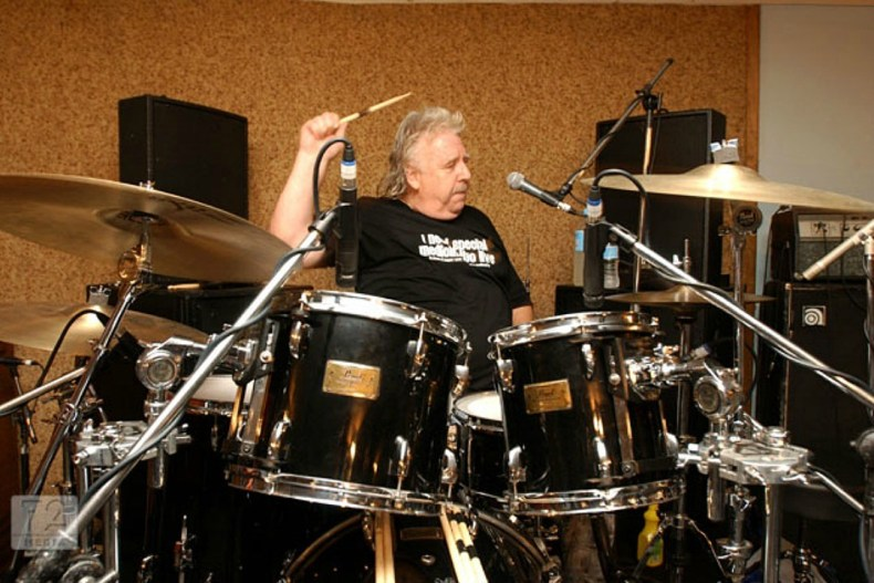 """Lee Kerslake - Lee Kerslake Says He Moved to Tears By Ozzy's Gesture: """"I Respect Sharon & I Love Ozzy to Bits"""""""