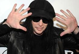 "MickMars - MÖTLEY CRÜE's Mick Mars Talks New Solo Album & Planning A Tour; Says ""I Don't Want To Be Living In 80s"""