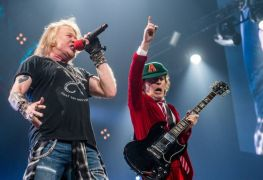 Axl Rose Angus Young - Duff McKagan Recalls 'Nervous' Axl Rose Auditioning For AC/DC Tour