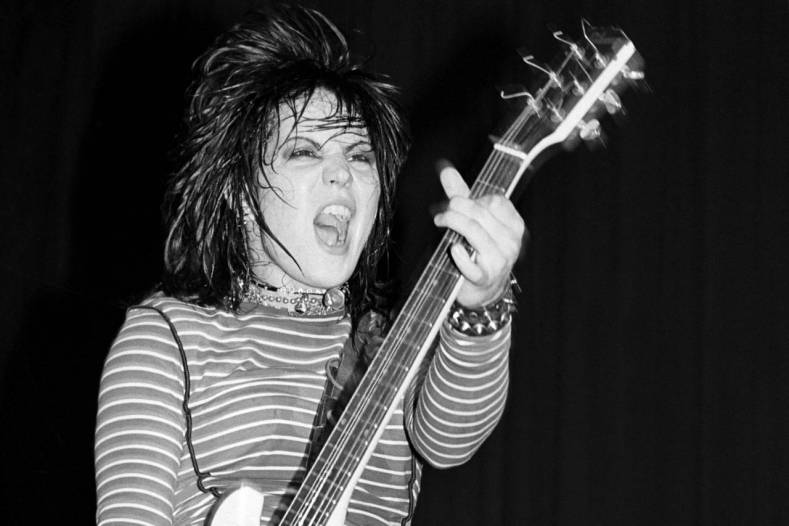 """Joan jett - Joan Jett Recalls Opening For SCORPIONS: """"They Drenched Me In Spit"""""""