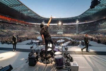 Metallica - METALLICA Pays Tribute To Neil Peart With Live Performance Of RUSH's 'Tom Sawyer'
