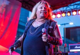 "Vince Neil - MOTLEY CRUE's Vince Neil Shares Photo Of His Late Daughter: ""I Miss You"""