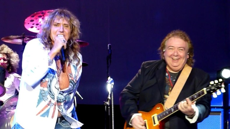 Whitesnake - Bernie Marsden Recalls How WHITESNAKE's Entire Lineup Was Fired in One Meeting