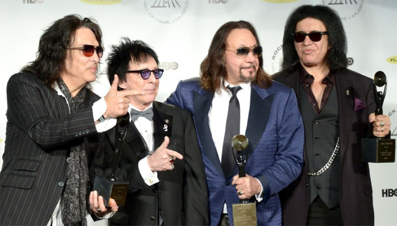 kiss classic lineup reunion - Legendary Ace Frehley & Peter Criss To Perform With KISS Onstage