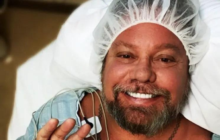 Vince - MÖTLEY CRÜEFrontman Vince Neil Undergoes Hand Surgery