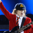 angus young - AC/DC's Angus Young Explain Why EDDIE VAN HALEN's Death 'Leaves A Big Hole'