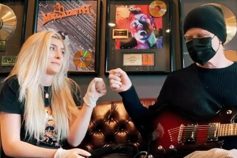Electra and Dave Mustaine - Watch Dave Mustaine & His Daughter Cover THE BEATLES' 'Come Together' While In Quarantine