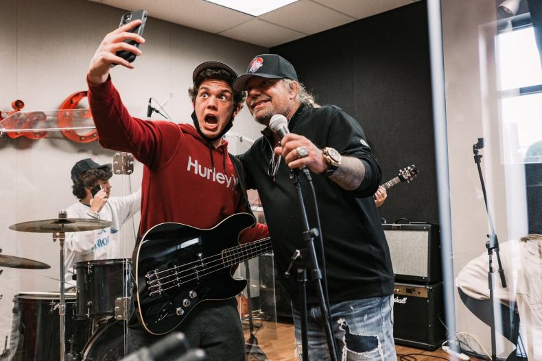 Vince Neil - Watch VINCE NEIL Surprises 'School Of Rock' Students In Franklin, Tennessee