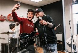 Vince Neil - Watch VINCE NEIL Surprises 'School Of Rock' Students In Franklin, Tennessee