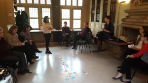 Пример за вежба преку која учесниците на обука се вклучуваат во дискусија за човекови права: правење хронологија на личности и настани.