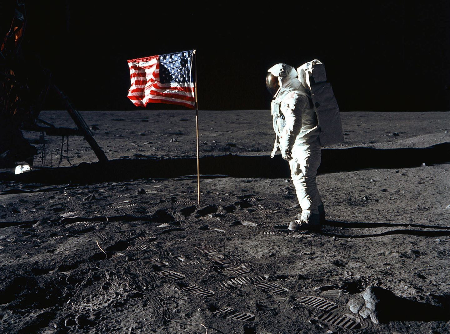 Did Neil Armstrong encounter an UFO at the Moon landing?!
