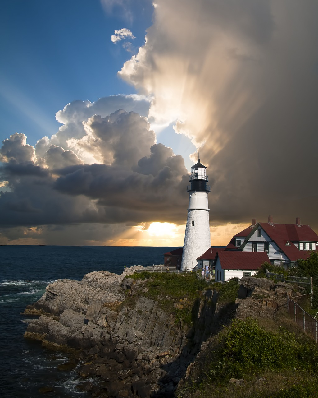 lighthouse-168132_1280