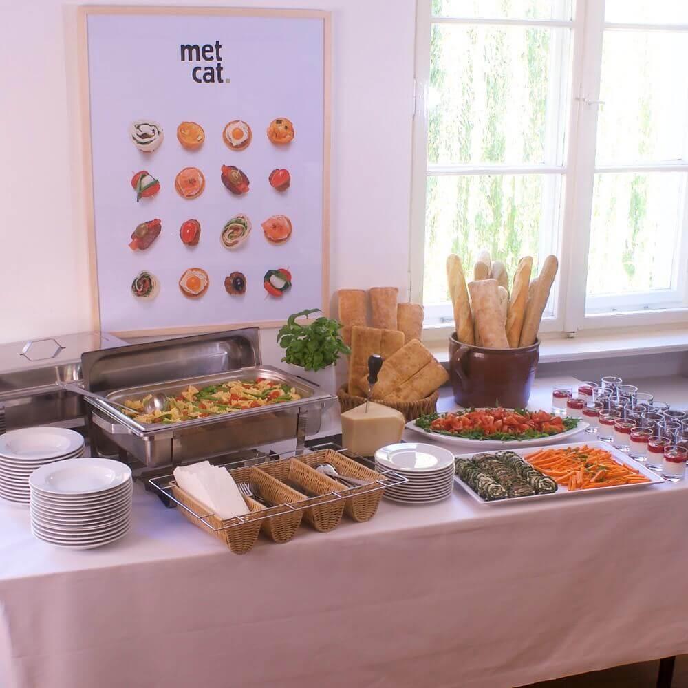 Buffet mit Pastagericht und Vorspeisen für...