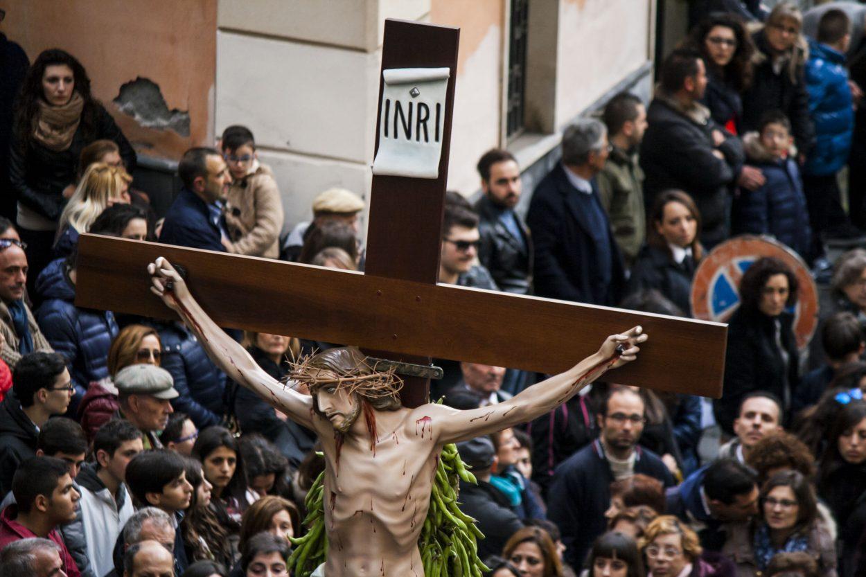 Risultati immagini per processione venerdì santo frati