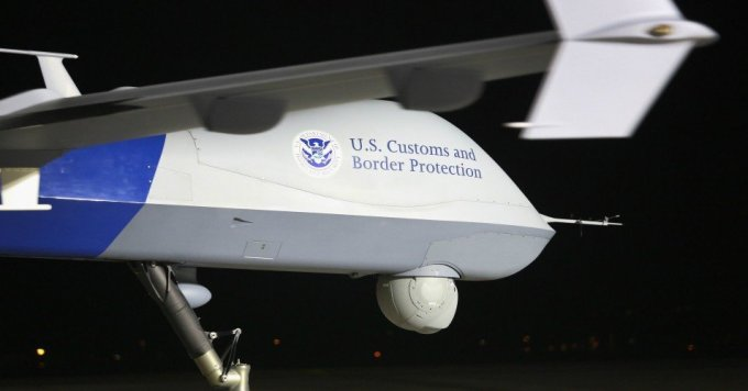 A predator drone taxis towards the tarmac for a surveillance flight in Sierra Vista, Arizona. (Photo: John Moore)