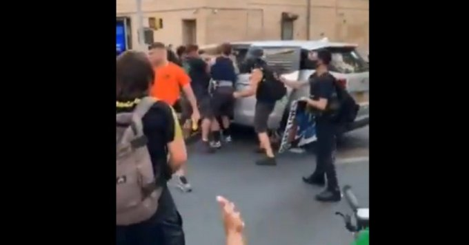 """Violently forcing protesters into an unmarked van are the actions of a police force that think they can act with impunity,"" said the New York Civil Liberties Union. (Photo: Twitter/Screengrab)"