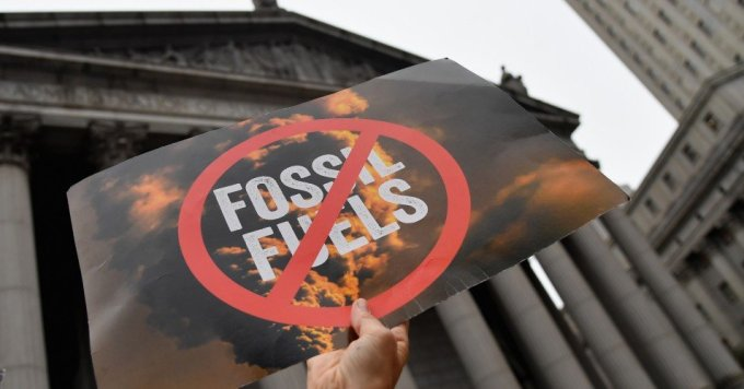 Climate activists protest on the fist day of the ExxonMobil trial outside the New York State Supreme Court building on October 22, 2019 in New York City. (Photo: Angela Weiss/AFP via Getty Images)
