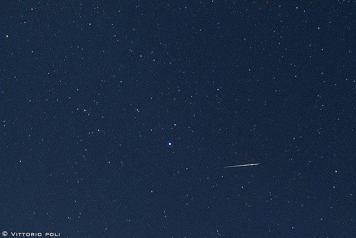 Draconid_meteor_Lyra_Italy_10-8-2011_Vittorio-Poli