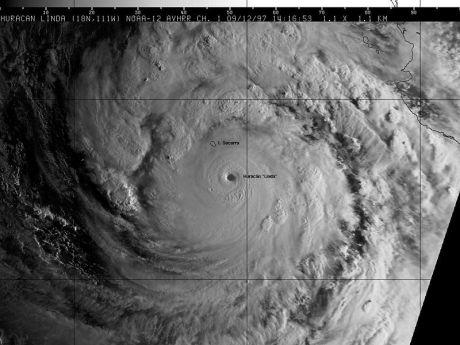 800px-Linda_-_12-sep-97_1416_GMT_Visible_NOAA-12.