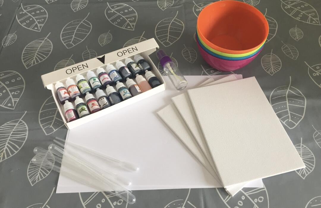 Equipment need to create art with food colouring on wet paper