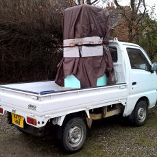 Suzuki Carry DD51T carrying a Smeg fridge freezer