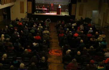 Image of a large crowd at the Dan Newhouse Town Hall Meeting