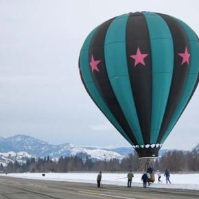 The crew of the Outer Limits balloon exiting after a lovely float down the Methow Valley. Photo by Darla Hussey