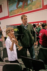 eth Stevie, left, stops to talk to Liberty Bell's Dr. Mark Johnson after the concert. Photo by Darla Hussey