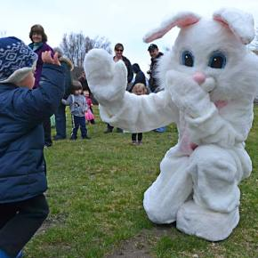 Emmett Miller high fives the bunny. Photo by Laurelle Walsh